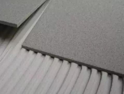 为何越来越多人不用水泥贴瓷砖了?如今都流行用它代替,太实用了