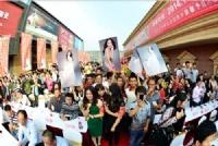 金丝玉玛特惠万里行携手张馨予挺进上海掀起千人抢购潮